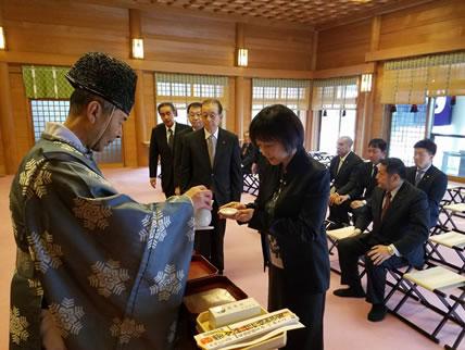 帯広神社参拝の中川郁子(ゆうこ)写真