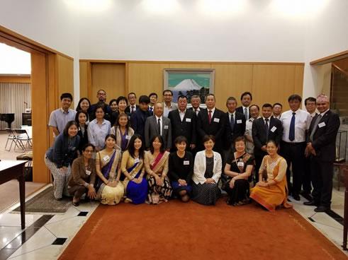 ネーパル大統領表敬訪問の中川郁子(ゆうこ)写真