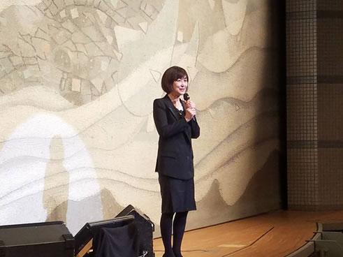 演歌歌手・平島賢治さんの十勝復興チャリティコンサートの中川郁子(ゆうこ)写真