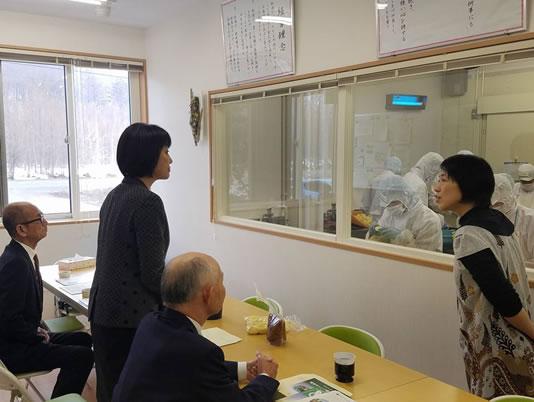 芽室・九神ファーム視察の中川郁子(ゆうこ)写真