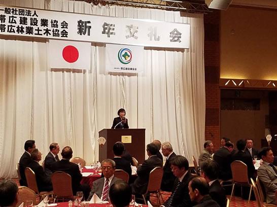 帯広建設業協会・帯広林業土木協会の新年交礼会に参加の中川郁子(ゆうこ)写真