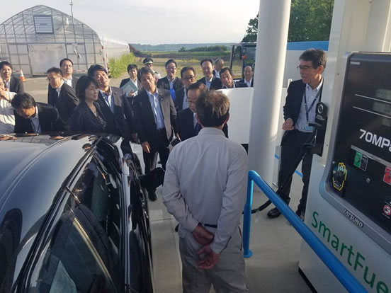 自民党資源エネルギー戦略調査会視察(しかおい水素ファーム)の中川郁子(ゆうこ)写真