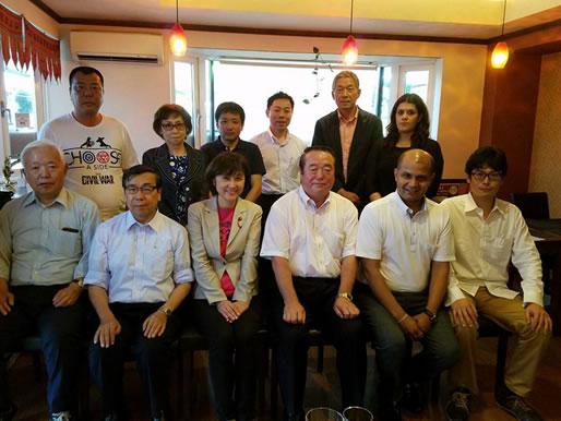 ネパールビジネス交流会の会合の中川郁子(ゆうこ)写真