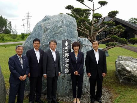 大野泰正・国土交通政務官 来勝の中川郁子(ゆうこ)写真