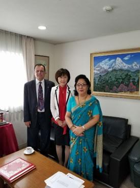 ネパール大使館でラナ大使の中川郁子(ゆうこ)写真