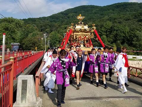 新得神社の神輿の中川郁子(ゆうこ)写真