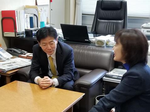 国土交通省石川道路局長にご挨拶の中川郁子(ゆうこ)写真