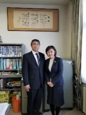 本別勇足中学校を訪問の中川郁子(ゆうこ)写真