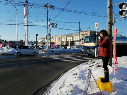 音更町で街頭演説の中川郁子(ゆうこ)写真