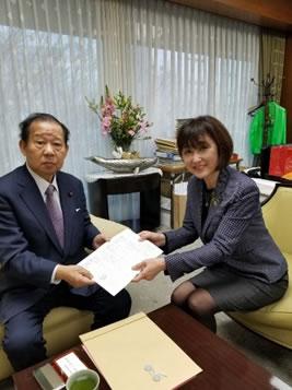 自民党本部二階幹事長に、北海道の豪雪被害状況を説明 の中川郁子(ゆうこ)写真