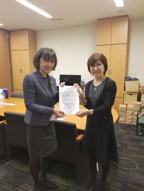稲田朋美代議士(元防衛大臣)訪問の中川郁子(ゆうこ)写真