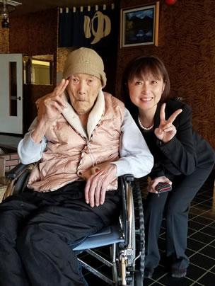 野中正造さん(112歳)訪問の中川郁子(ゆうこ)写真