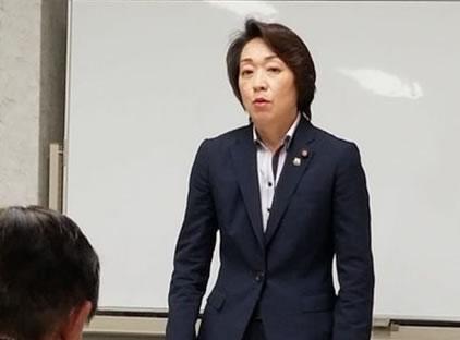 橋本聖子自民党参議院議員会長・役員会の中川郁子(ゆうこ)写真