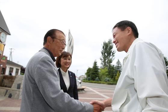 選挙に強い長谷川参議が応援に!の中川郁子(ゆうこ)写真