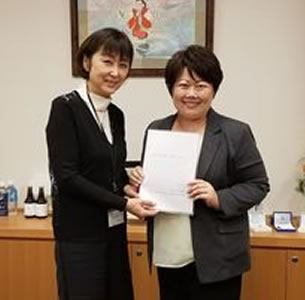 当選同期の宮川典子衆議院議員乳癌ためご逝去の中川郁子(ゆうこ)写真