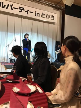 カクテルパーティーに出席の中川郁子(ゆうこ)写真