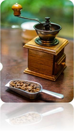 中川郁子(ゆうこ)のミルで十勝の豆を挽く
