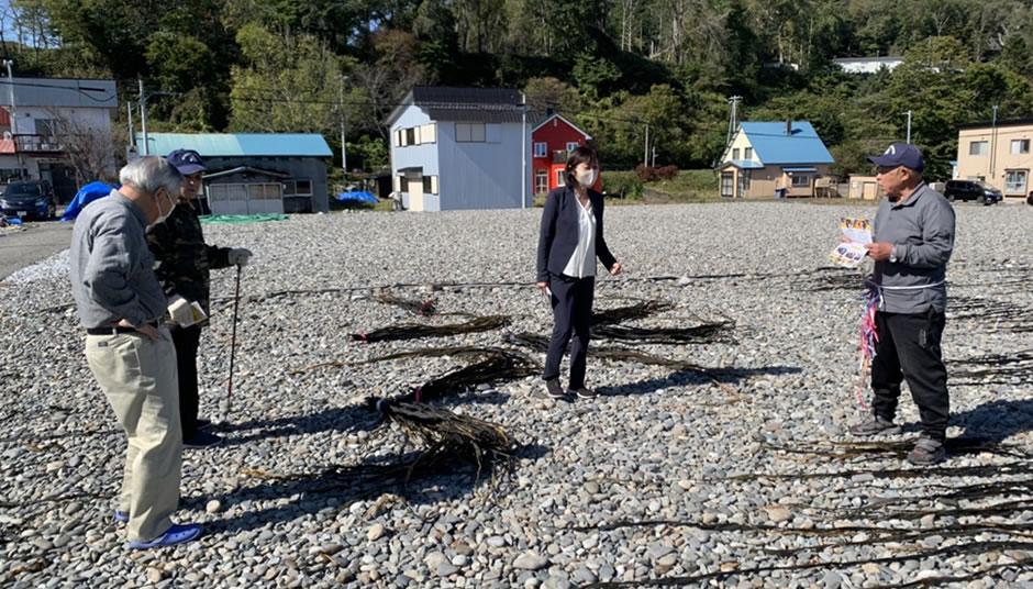 中川ゆうこ(郁子)と漁業関係者の写真